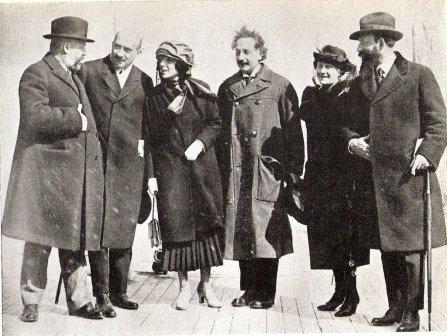 Einstein - Signo o mudra de la Mano Oculta