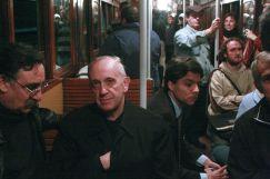 Jorge Mario Bergoglio - Signo o mudra de la Mano Oculta