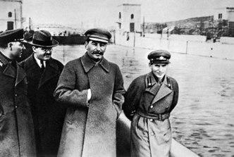 Joseph Stalin - Signo o mudra de la Mano Oculta