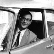 Carmine Pecorelli en un Citroën DS.