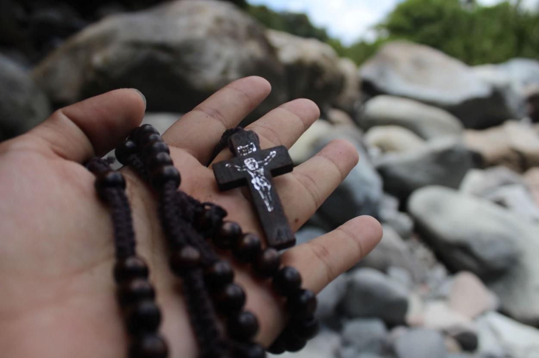 Cómo se reza el Santo Rosario (enlace)